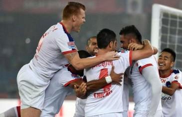 Delhi thump Goa 5-1 to inch closer to ISL semis