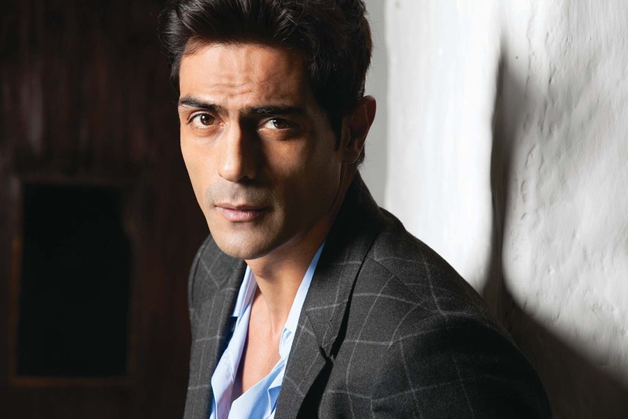 Arjun Rampal not competing with Hrithik on playing 'blind' in Aankhen 2