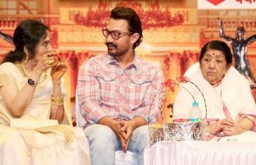 Aamir attends award function for Lata Mangeshkar