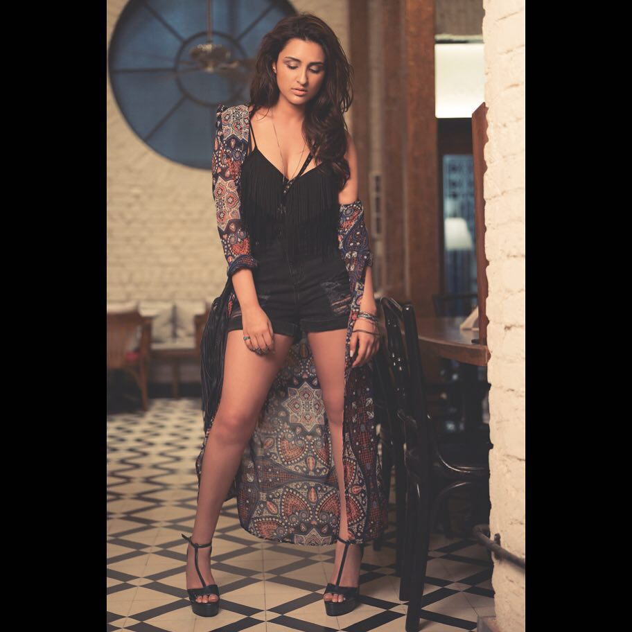 Watch !Parineeti Chopra Hot Pictures after her weight loss goes viral